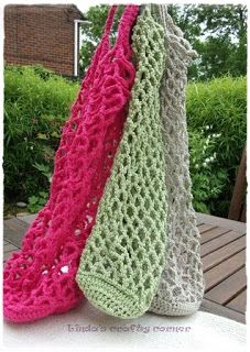 "I love #crochet totes with ""purse bottoms"" you can stuff the rest of the bag into. Free pattern."