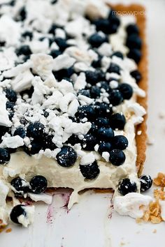 Cheesecake Tart Heaven - with Blue Berries, Cream with White Chocolate and Meringue Savory Cheesecake, Chocolate Cheesecake, Chocolate Meringue, Chocolate Cream, Tart Recipes, Sweet Recipes, Dessert Recipes, Apple Pie From Scratch, Polish Desserts