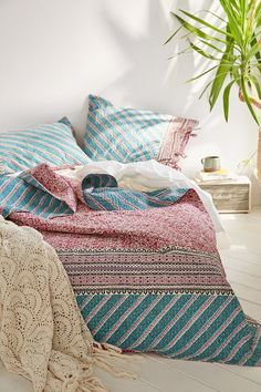 Plum & Bow Tabitha Kantha Bed Blanket