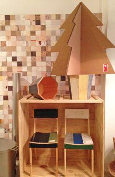 Llegan las fiestas en Roomservice Design Gallery. Diseños de Piet Hein Eek con árbol. ÁRBOL, PHOTO y MONTAJE: Anna cortada