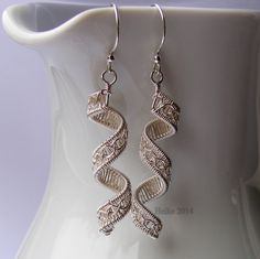 Try to curl pattern wire, try like filigree cuff design Curls - Perri's Chain Weave
