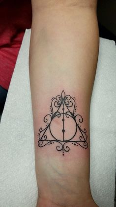 Harry Potter . Tattoo. Deathly hallows.