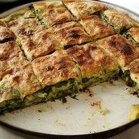 Пирог со щавелем сыром луком и сметаной