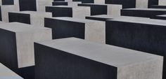 Stelenfeld des Holocaust Mahnmals in Berlin  http://besuch-berlin.de