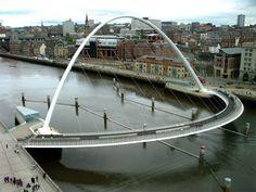 Gateshead Millenium Bridge (Gateshead, England)