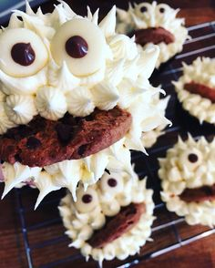 Yummy monster cupcakes  www.thepinkscoopblog.wordpress.com