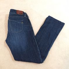 """Express Zelda barely boot cut jeans Great condition!  Hemmed for 5'2""""(original size is 00r); inseam 28"""".  I'll consider offers! Express Jeans Boot Cut"""
