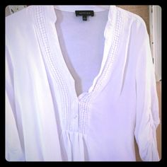 White blouse White blouse with buttons on the front on the V-neck medium length sleeves loosely fitted Tops Blouses