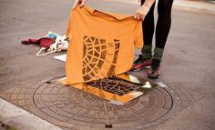 Raubdruckerin is een collectief van kunstenaars uit Berlijn dat de straat gebruikt om t-shirts en tassen te maken. Zo brengen ze bijvoorbeeld verf aan op putdeksels en printen deze dan direct op een kledingstuk. Als [...]