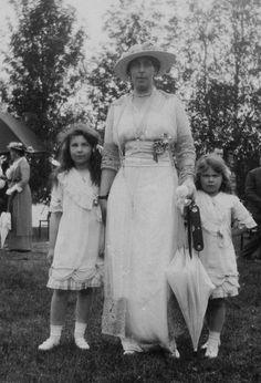 Grand Duchess Victoria Feodorovna of Russia and daughters Maria Kirillovna and Kira Kirillovna.
