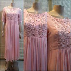 Silk Kurti Designs, Churidar Designs, Kurta Designs Women, Kurti Designs Party Wear, Dress Indian Style, Indian Fashion Dresses, Dress Paterns, Simple Gowns, Kurta Neck Design