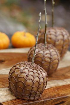 Purple Chocolat Home: Spider Webbed Caramel Apples