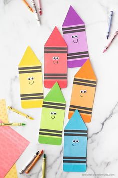 Crayon Template Card Printable Easy Crafts For Kids, Toddler Crafts, Crayon Template, Colored Labels, How To Make Banners, Bedroom Desk, My Themes, Desk Organization, Craft Stick Crafts