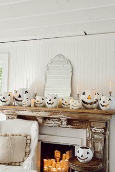Halloween Village, Halloween Home Decor, Halloween House, Holidays Halloween, Halloween Themes, Halloween Party, Halloween Decorations To Make, Rustic Halloween, Farmhouse Halloween