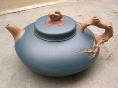 Yixing Tea Pot - very stylish Pottery Teapots, Ceramic Pottery, Pottery Mugs, Yixing Teapot, Teapots Unique, Teapots And Cups, Chinese Tea, Tea Art, Chocolate Pots