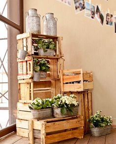 wooden crates wedding ideas for decor with iron cans and basins with flowers rafael bigarelli fotografo Wooden Crates Wedding, Wood Crates, Cowboy Birthday, Cowboy Party, Dance Themes, Outdoor Wedding Decorations, Country Party Decorations, Horse Party, Party Centerpieces