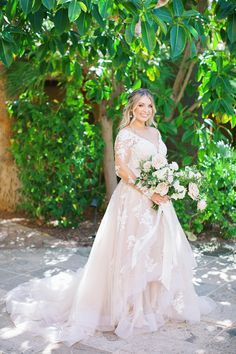 Classic Floral and Greenery Outdoor Wedding at Royal Palms Resort in Phoenix - MODwedding Palm Wedding, Mod Wedding, Wedding Cake, Dream Wedding, Plus Size Wedding Gowns, Wedding Dresses, Wedding Photoshoot, Boutique Dresses, Bridal Gowns