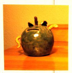 appel-spaarpot met worm