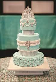 Este pastel es para una chica muy delicada, elegante, detallista, que le gusten la sjoyas y sea moderna
