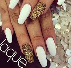 White and gold coffin nails Gold Coffin Nails, White Acrylic Nails, Stiletto Nails, White Gold Nails, Marble Nails, Gorgeous Nails, Pretty Nails, Hair And Nails, My Nails