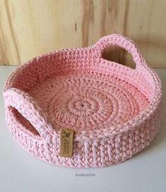 Crochet basket and wicker models for craftsmen Crochet Bowl, Crochet Basket Pattern, Knit Basket, Knit Or Crochet, Crochet Baskets, Rope Basket, Crochet Home Decor, Crochet Crafts, Crochet Projects