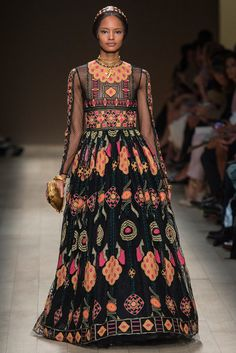 http://www.style.com/slideshows/fashion-shows/spring-2014-ready-to-wear/valentino/collection/72