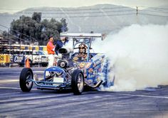 Dale Armstrong wheels the Donovan engine Foust, Menzies & Armstrong Indy-winning AA/Altered, which ran high sixes. Drag Cars, Vintage Humor, School Humor, Car Humor, Drag Racing, Old School, Burn Outs, Jeep, Nostalgia