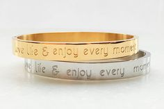 Quote armband Gouden Armband Zilveren armband door JewelryByLis Trendy Bracelets, Cuff Bracelets, Sobriety Gifts, Bracelet Quotes, Modern Jewelry, Valentine Gifts, Wedding Bands, Gifts For Her, Fashion Jewelry