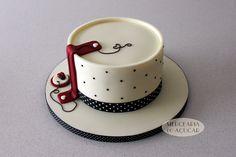Dots and Ladybug Cake - Bolo Bolinhas e Joaninha