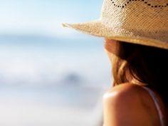 Receta de Como proteger tu cabello en el sol | Te comparto mi secreto para aprender cómo cuidar tu cabello cuando vaya estar expuesto al sol; sobre todo en la playa. El sol puede llegar a dañar tu cabello si no lo cuidas, por eso asegúrate de aplicar los tratamientos adecuados para que esto no suceda.