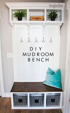 DIY Mudroom Bench - Honeybear Lane DIY Mudroom Bench - Honeybear Lane<br> Every house needs a place for coats and shoes, and a mudroom needs a bench! This DIY mudroom bench is sure to fit in most spaces and wasn't too tricky! Small Entryway Storage Bench, Diy Storage, Bench Mudroom, Storage Ideas, Storage Shelves, Closet Bench, Hallway Closet, Wire Shelves, Basket Storage