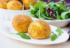 Indian Twist To Yummy And Vegan Arancini [Recipe] Comida Siciliana, Leftover Rice Recipes, Arancini Recipe, Good Food, Yummy Food, Light Recipes, Finger Foods, Mozzarella, Food And Drink