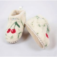 Felted wool slippers for babies and toddlers. Any size can be made. Felted Wool Slippers, Sheep Wool, Wool Felt, Toddlers, Baby Shoes, Babies, Leather, Handmade, Women