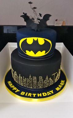 23 Unglaubliche Batman-Party-Ideen - Pretty My Party - Party-Ideen - Batman Kuchen Lego Batman Party, Batman Birthday Cakes, Batman Cakes, Superhero Cake, Superhero Birthday Party, Boy Birthday Parties, Cake Birthday, Batman Batman, 4th Birthday