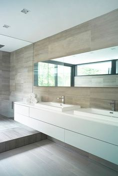 modern bathroom 44 Belvedere House by architect Guido Costantino, Ontario, Canada.