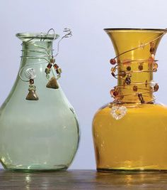 Recicla y renueva botellas con materiales variados...