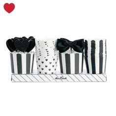 Nieuw in de shop: cupcake bakjes cadeau set black tie, Leuk als cadeautje voor de gastvrouw of verras jouw gasten met oud & nieuw met cupcakes helemaal in NYE stijl.
