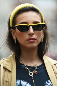 The Top Street Style Jewelry Trends From Fashion Month Fall Die Top Street Style Schmuck Trends Vom Fashion Month Herbst - Bilmece Bold Fashion, Star Fashion, Fashion Trends, London Fashion, Cheap Fashion, Fashion 2018, Top Street Style, Heart Shaped Earrings, Fall Jewelry