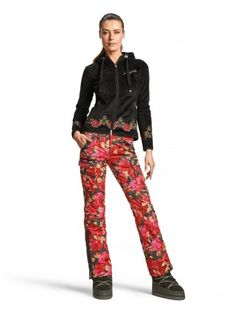 Ski Pant Franca: Stylish, slim cargo ski pant with an opulent style rose print is the epitome of feminine outfits!