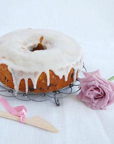 Blueberry tea cake / Bolo de mirtilos by Patricia Scarpin, via Flickr