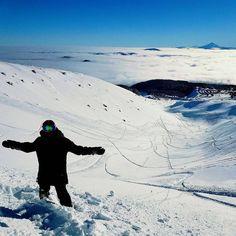 There's no worries of city slush when you're above the clouds . .  @esotericka #PNW #pnwonderland #oregon #usoutdoor #snowwaterland #snow #snowpocalypse #PDX #mthood #taghood