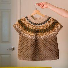Shadow Knitting Sock Yarn Shawl pattern by Kimberly Gintar Knitting Socks, Hand Knitting, Knitting Patterns, Knitting Ideas, How To Start Knitting, Sock Yarn, Free Pattern, Knitwear, Knit Crochet