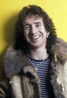 Ronald Belford Scott,(Kirriemuir, 9 de julho de 1946 — Londres, 19 de fevereiro de 1980 mais conhecido pelo nome artístico de Bon Scott, foi um cantor escocês. Ele ficou mundialmente conhecido por ser vocalista e compositor da banda de rock australiana AC/DC de 1974 a 1980.