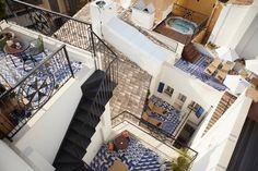 Vista aérea del Hotel Cort (Mallorca) diseñado por Lázaro-Rosa-Violán de Contemporain Studio con #azulejos #ArtAntic.