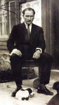 Mustafa Kemal Atatürk / The Great Leader of Turkey Republic Of Turkey, The Republic, Charles Darwin, Salvador Dali, Istanbul, Turkey History, Che Guevara, Turkish People, Turkish Army