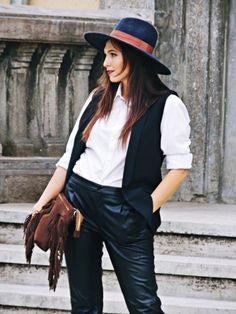 Fashion blogger Daniela Macsim wearing the our Goya bag on www.rena.ro.