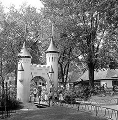 Jardin des merveilles, Parc Lafontaine, Montreal, Often took our daughter there. Vintage Pictures, Old Pictures, Old Photos, Quebec Montreal, Montreal Ville, Canada Eh, As Time Goes By, 10 Picture, The Good Old Days