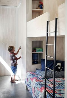 Home Decor Cozy build in bunk bed / milk deco Photos : Elsa Young / Franck Features.Home Decor Cozy build in bunk bed / milk deco Photos : Elsa Young / Franck Features Bunk Beds Built In, Deco Kids, Bunk Rooms, Kabine, Kid Spaces, Kids Decor, Boy Room, Kids Furniture, Kids Bedroom