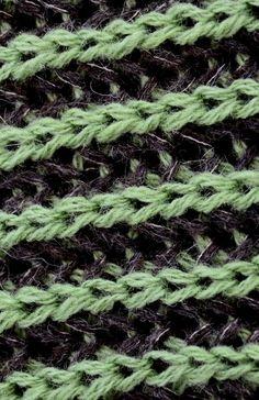Kaksivärinen patenttineule . Neulotaan 2 oikean puolen ja 2 nurjan puolen kerrosta vuorotellen. Käytetään paritonta silmukkalukua. Työssä... Handicraft, Crafty, Stitch, Sewing, Knitting, How To Make, Handmade, Tutorials, Patterns