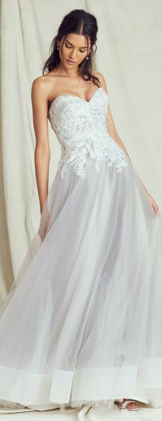 Find an upcoming wedding trunk show near you! The Kelly Faetanini brand specializes in elegant and unique wedding gowns designed for the modern bride. Unique Wedding Gowns, Designer Wedding Gowns, London Bride, London Wedding, Ombre Wedding Dress, Uk Bride, Nice Dresses, Amazing Dresses, Bridal Salon